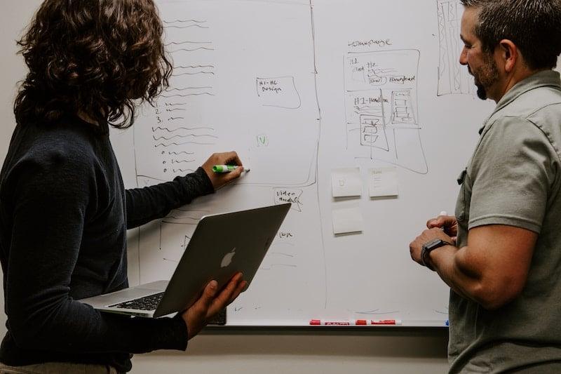 Réunion développeur web designer