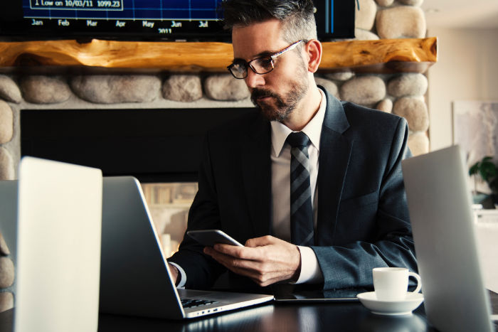 atteindre les prescripteurs et décisionnaires par email